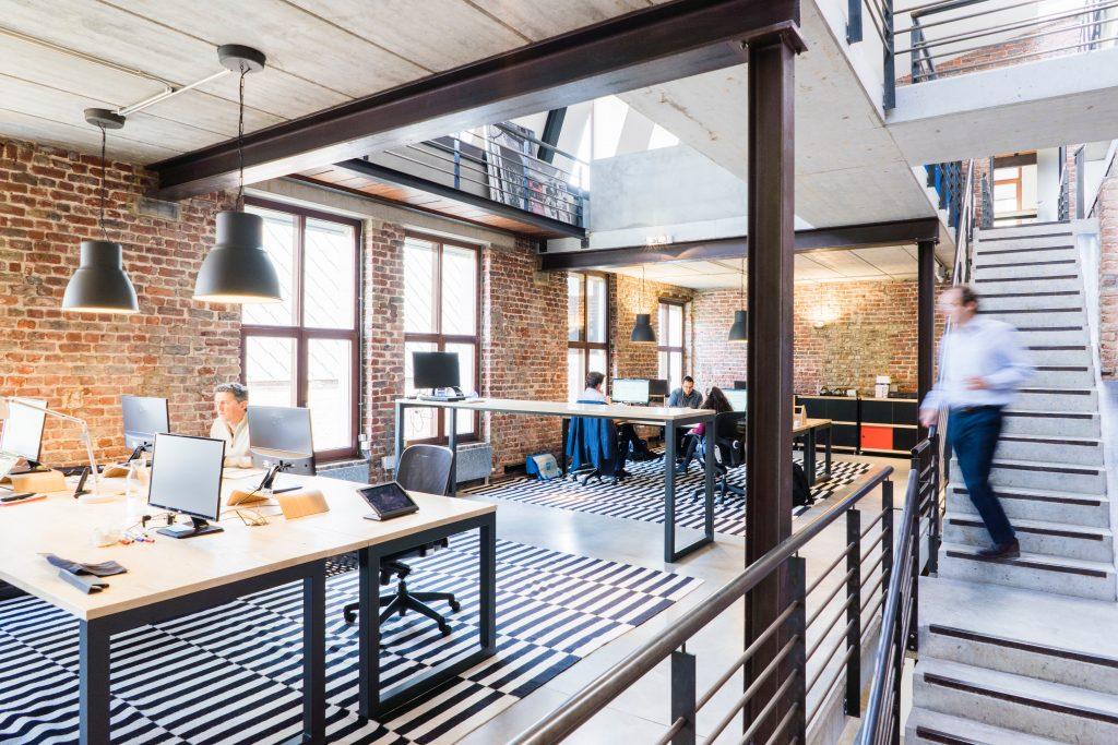 Bureau ouvert et moderne