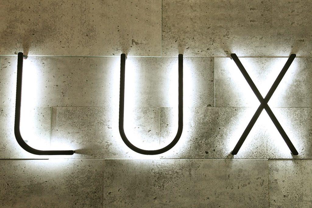 LUX Solutions d'Éclairage enseigne lumineux