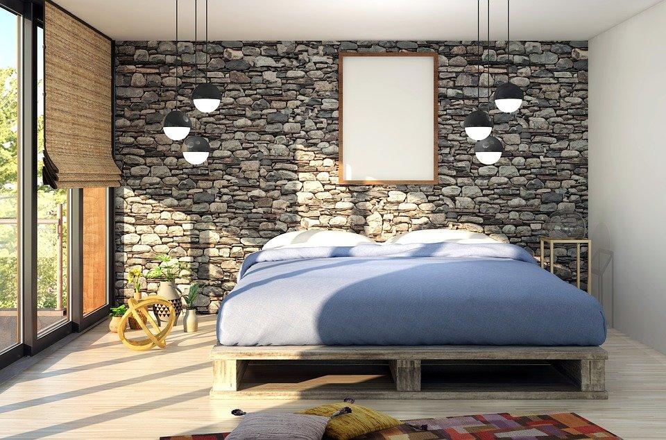 Chambre à coucher éclairée par la lumière naturelle et des luminaires suspendus