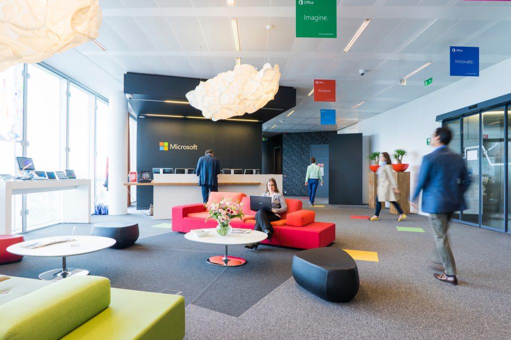 Bureau moderne et coloré